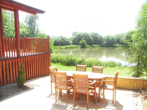 Otter Falls Lodge overlooking Coarse Fishing Lake - Honiton, Devon