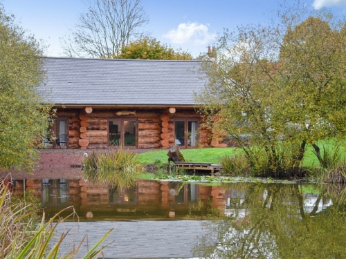 Coarse Fishing Holiday Lodge and Lake Crediton
