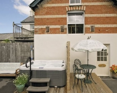 Holiday Cottage with Hot Tub Instow North Devon Near beach & pubs Myrtle Loft